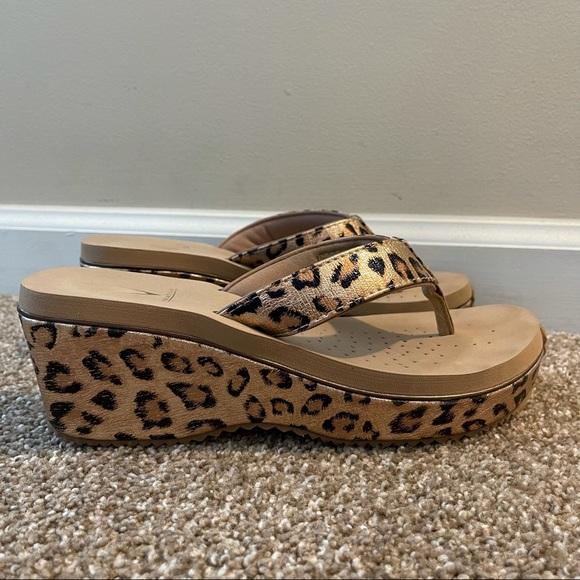 Volatile Amane cheetah print wedge sandals size 9